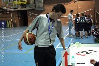 L'arbitro Roberto Giusti pronto a dirigere la partita